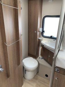 Autocaravana-5-plazas-baño
