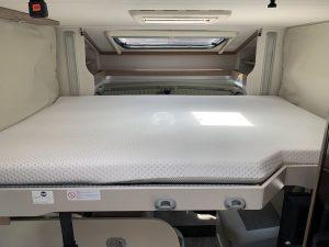 Autocaravana-5-plazas-cama-techo